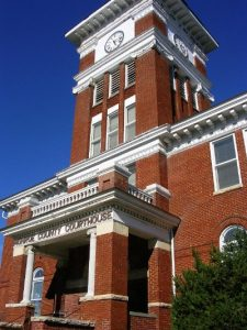 Monroe County Courthouse in Madisonville, TN